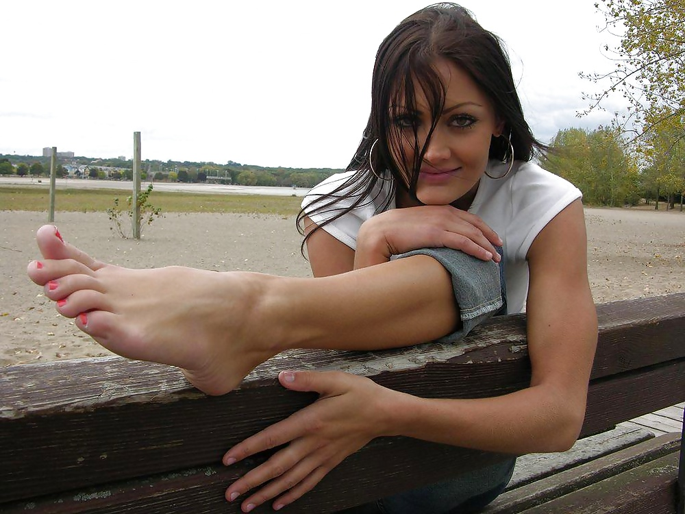 Feet Wonder Beautiful Model Anna Shows Her Pretty Bare Feet And Pointed Toes