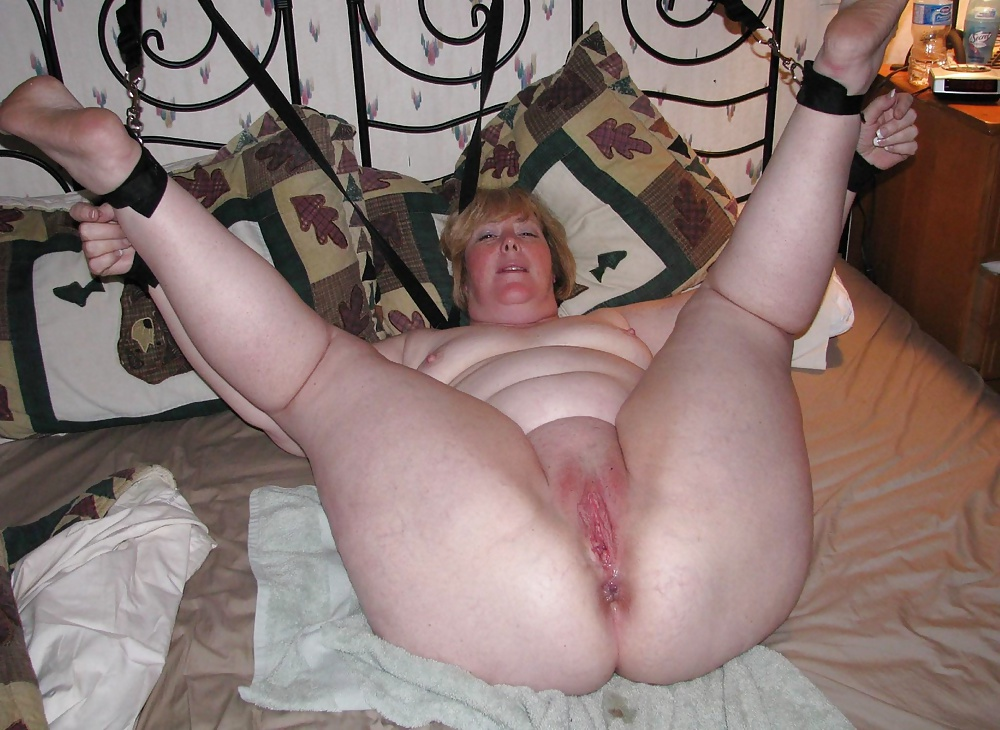 Fat white trash ladies spread eagle — photo 14
