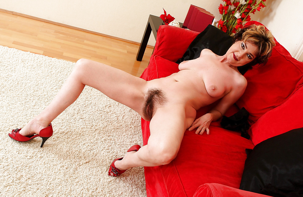 Mature with large tits and big hairy bush masturbates