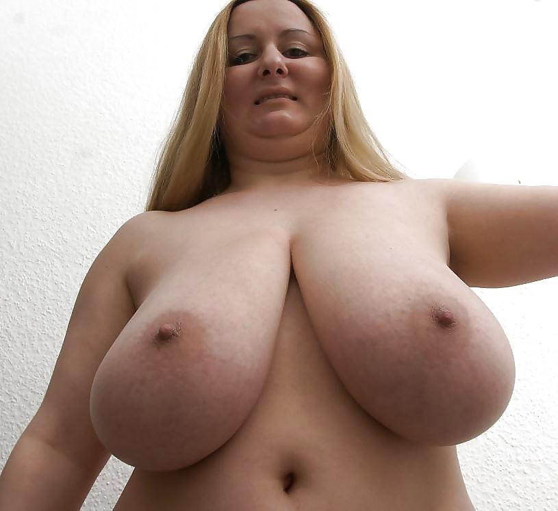 Chunky blonde chick nikki blake baring big tits before masturbating