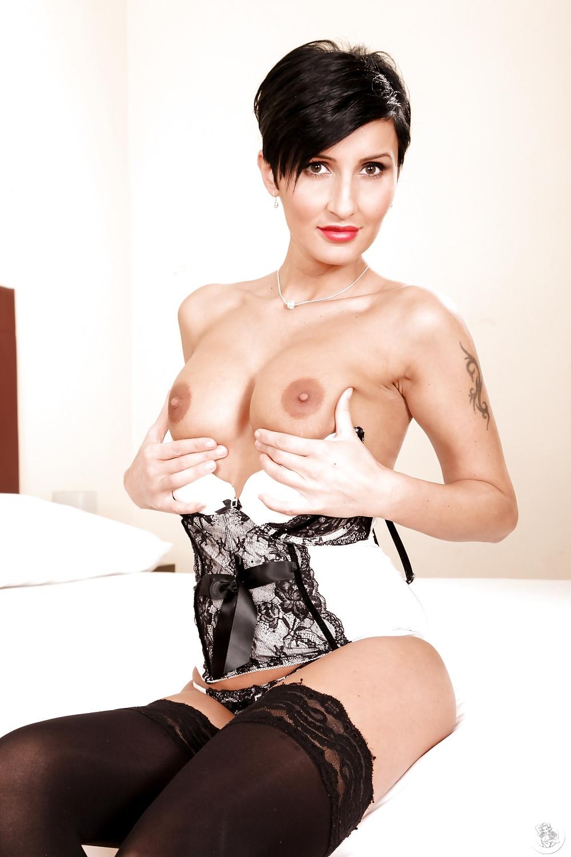 Short hair mature brunette porn star