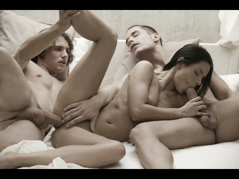 Mmf porn pics with sexy girls fucking with two men