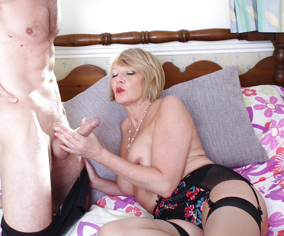 xxx-mature-brit-mom-streaming-mommy-sex-videos