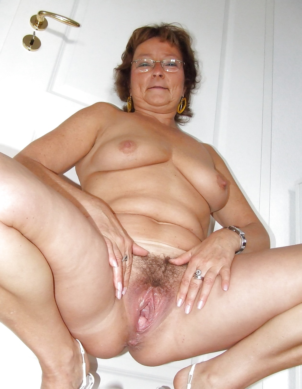 Naked Mature Shaved Pussy Photos