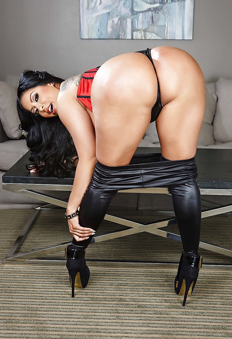 киара миа порно актриса видео в хорошем качестве показалось