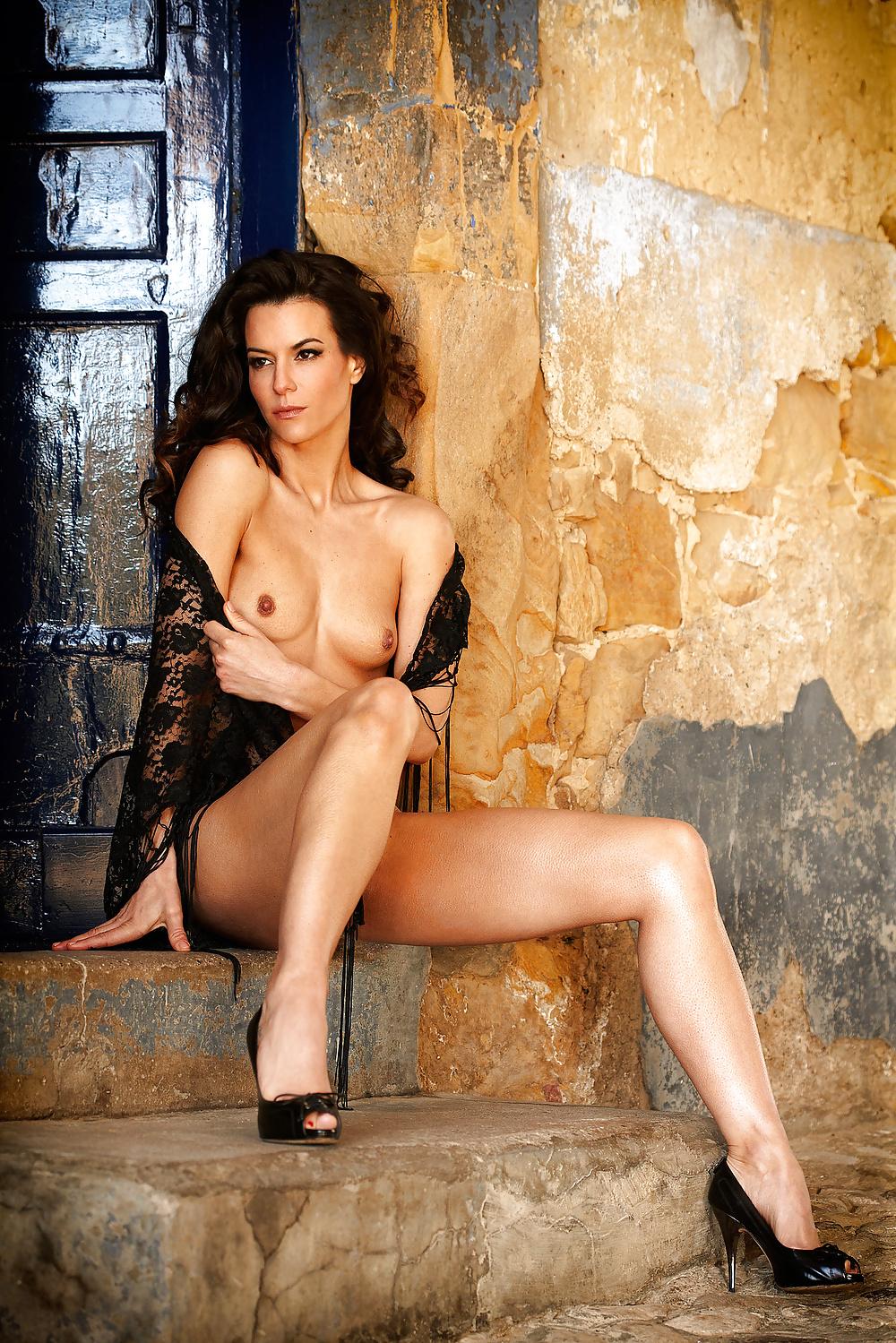 Nackt unter playboy uns Claudelle Deckert: