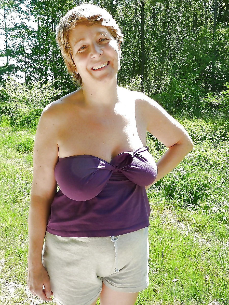 Huge saggy tits in public no bra