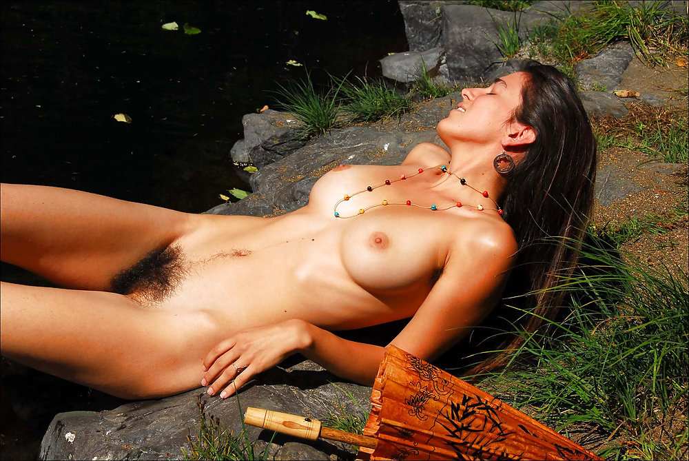 Naked hippie chick pics