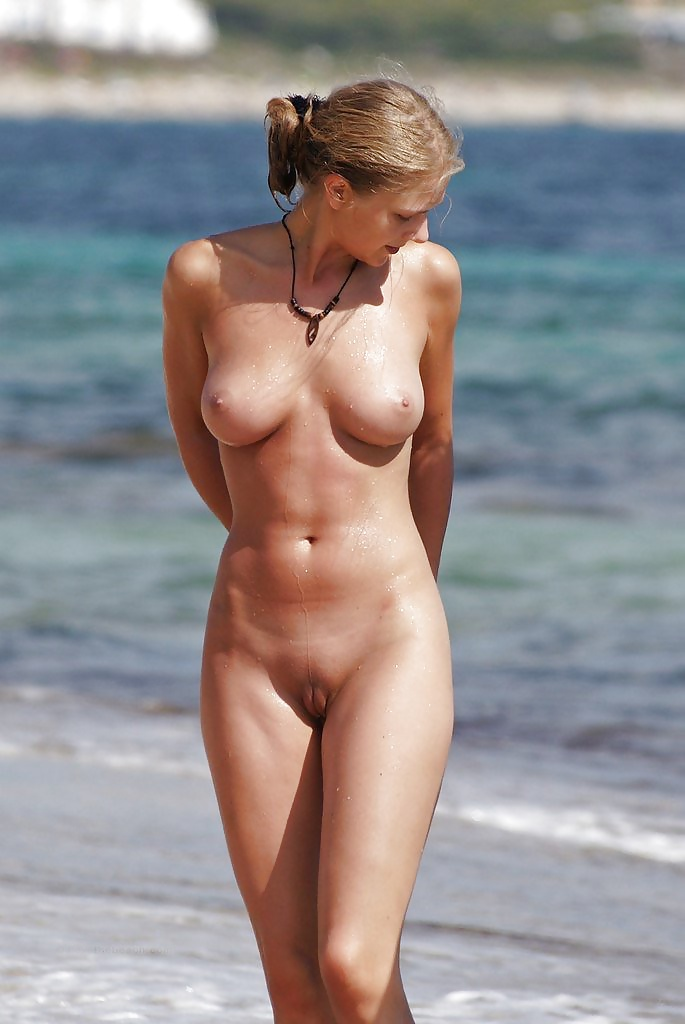 full-frontal-nude-babes-wearing-remote-vibrator
