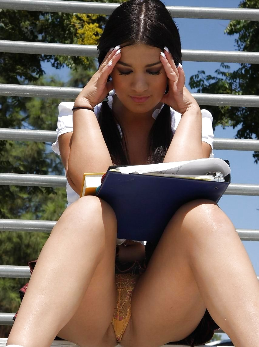 Sitting upskirt no panties