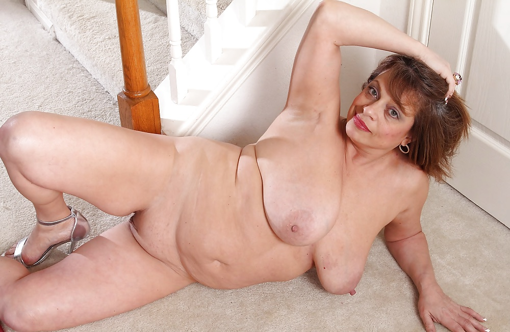 Mature Woman Shows Us Pussy And Spreads Legs In Sexy Stockings