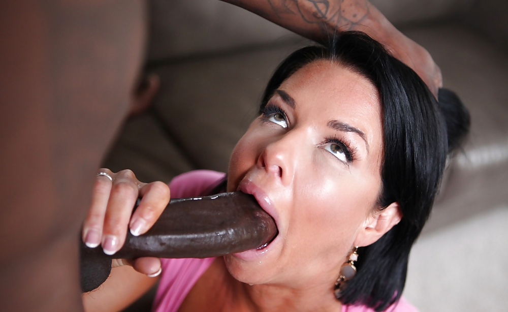 Veronica Avluv Gets Her Anal Orifice Ripped Apart By A Large Dick