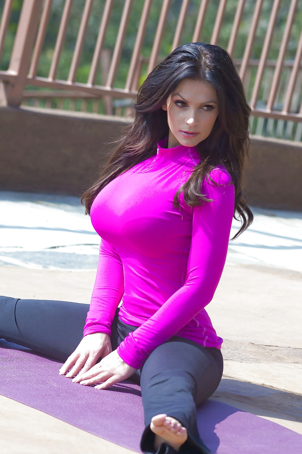 Tits in tight clothes