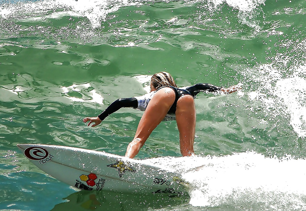 Sexy surfer chicks — 2