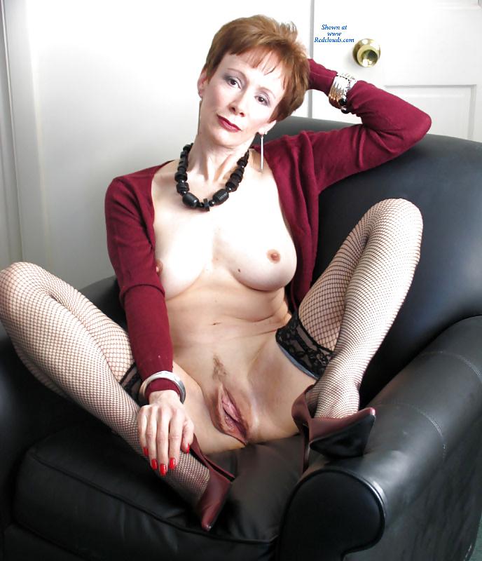 Masturbating session of red