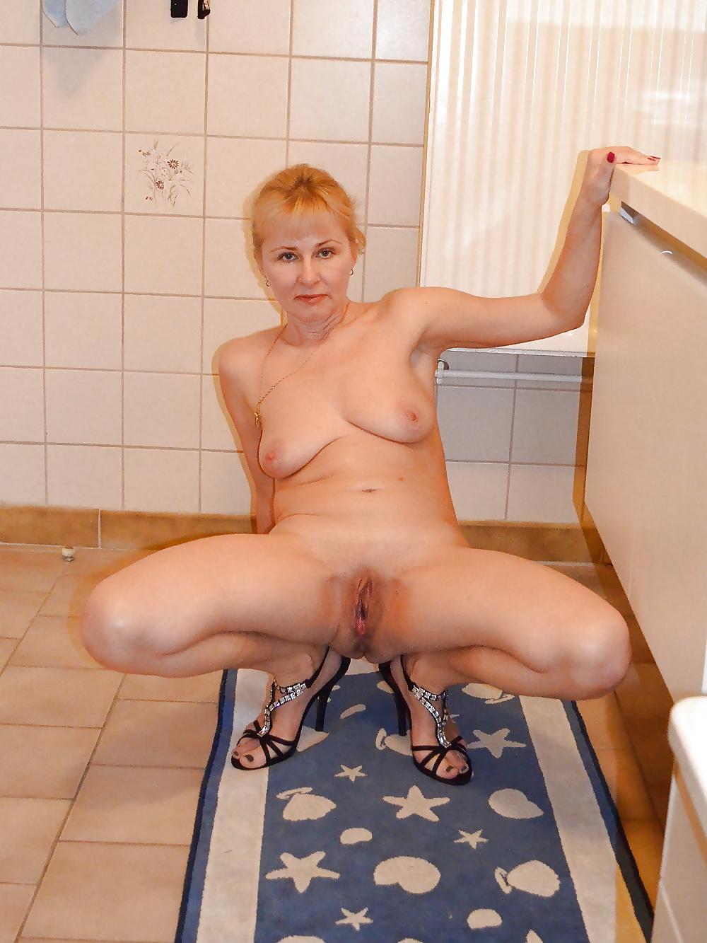 русская тетя в ванной мне
