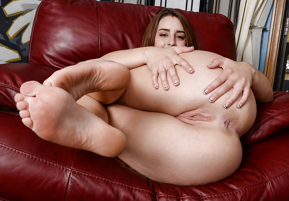 Beautiful Brunette With Big Breasts Lanie Morgan Shows Naked Body
