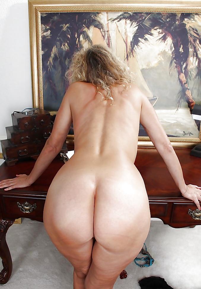 Миниюбках чулках голые полные вид сзади выделениями