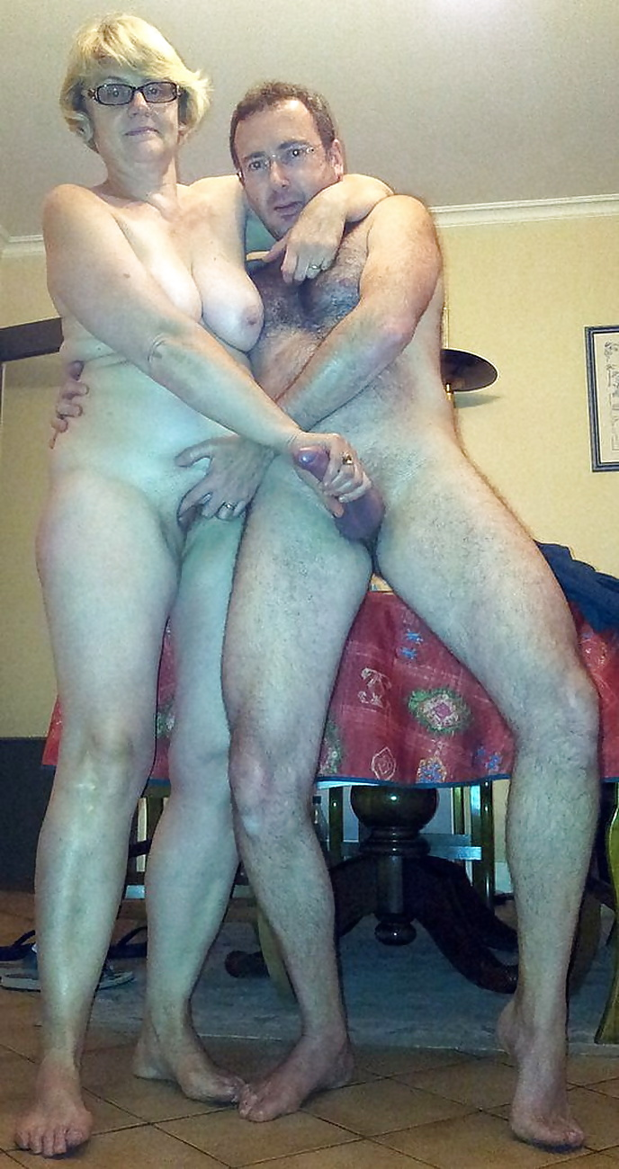 Жена фотографирует мужа голым частное