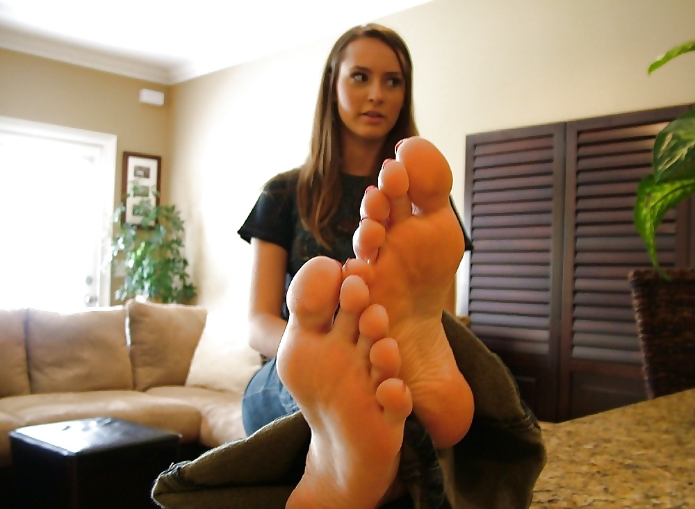 Free mature feet pictures