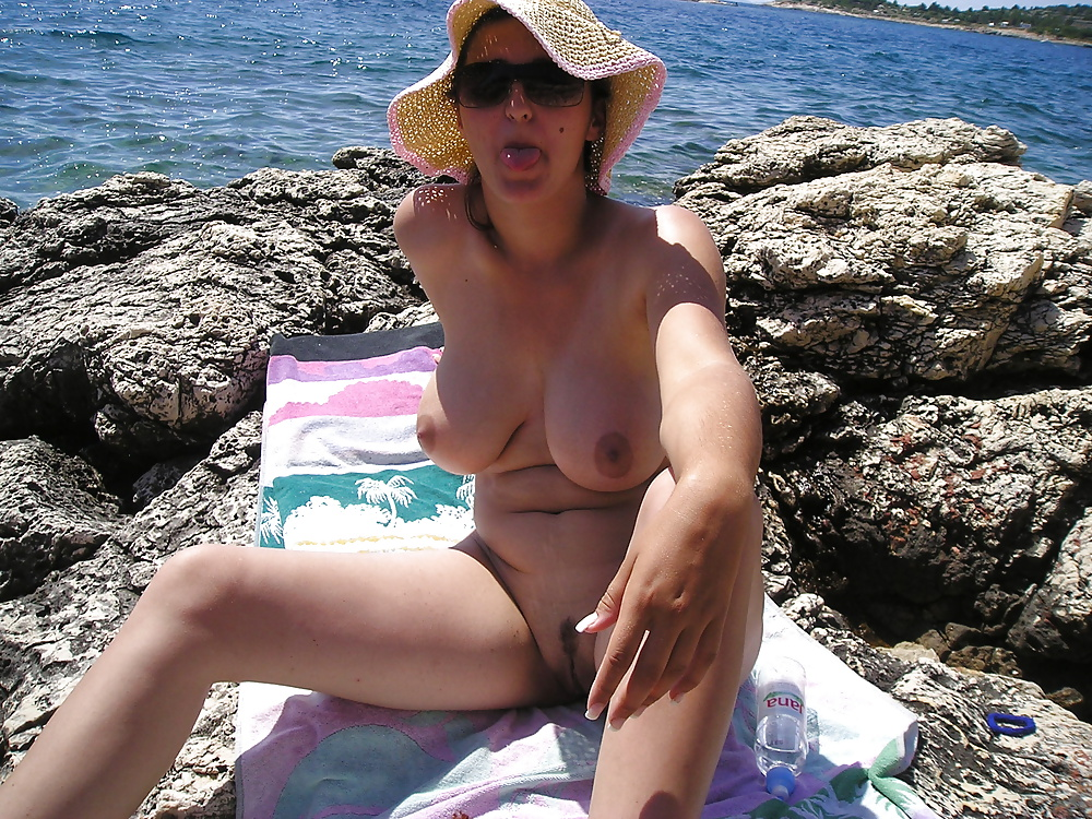 hot body on the beach - amateur (1/52)