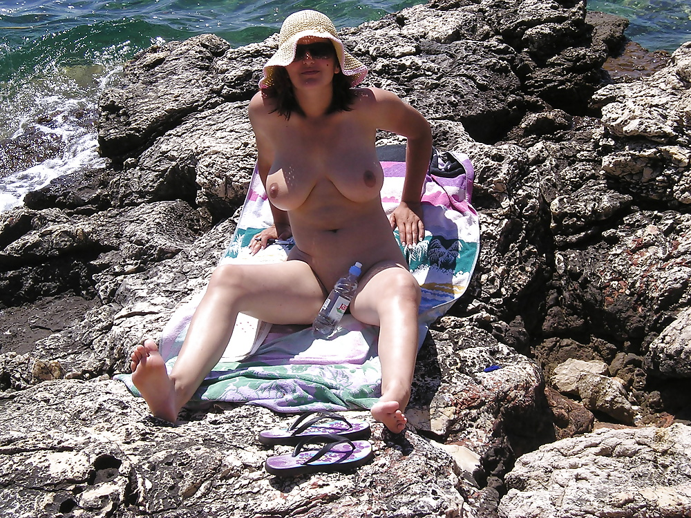 hot body on the beach - amateur (2/52)