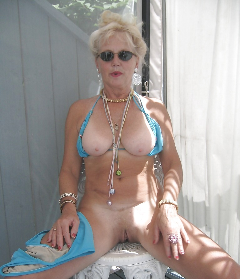 Bikini mom screwing sounds 6