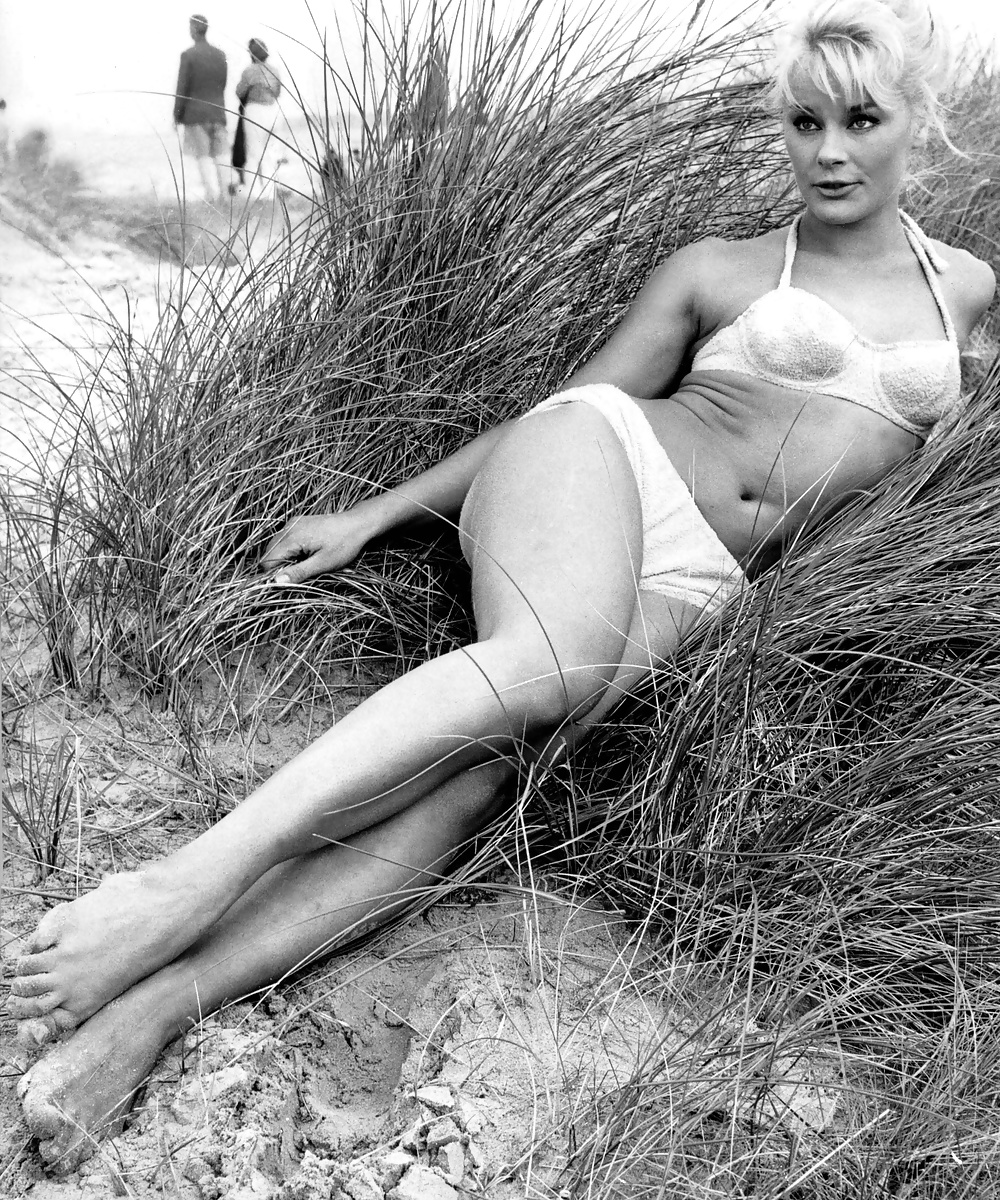 Sexy elke sommer actress pin up photo postcard