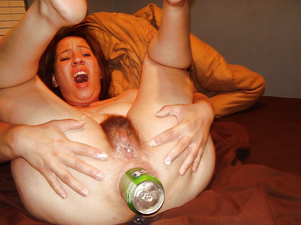 Жены присутствии большие бутылки в большой жопе пляшут