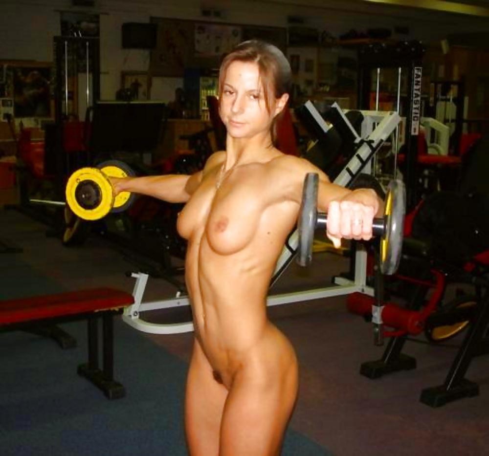 голые женщины в качалке - 4
