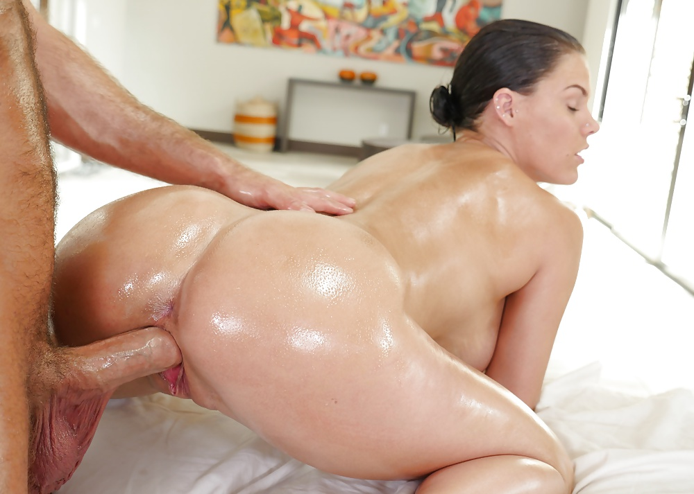 Watch anal drilling of a hot oily ass in the bedroom