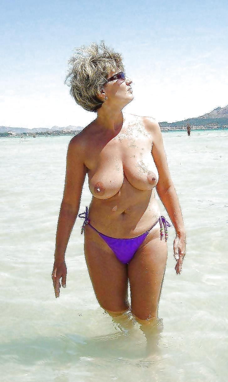Дама в возрасте на пляже, порнуха ураган в пустыне фильм с русским переводом