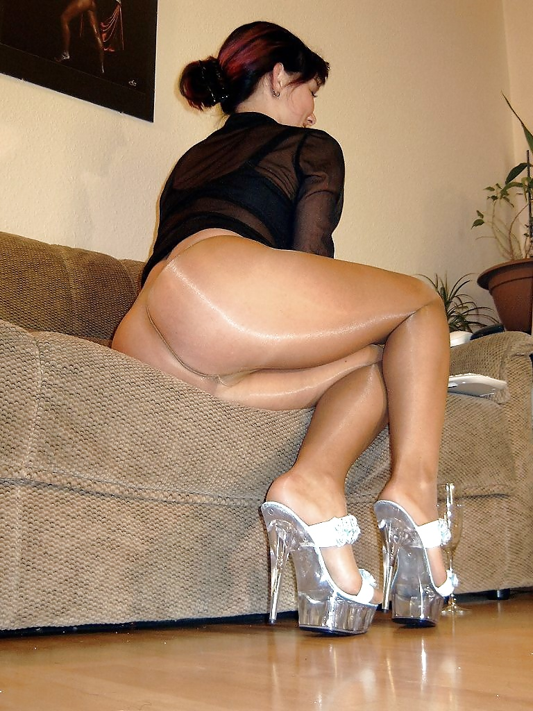 Free non nude, milf, stockings pictures