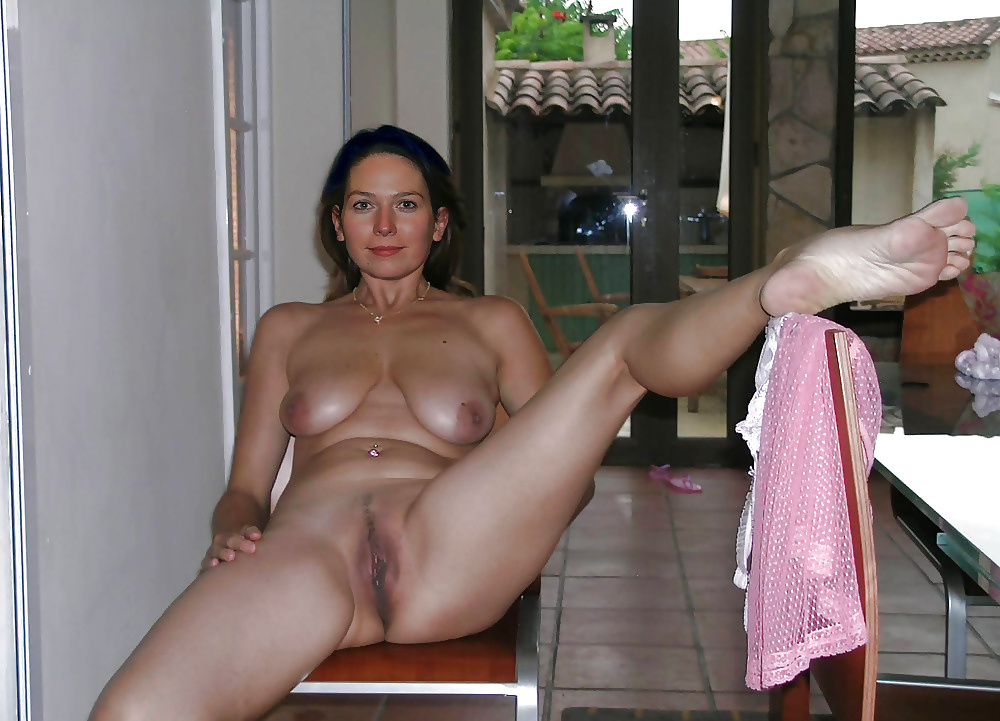 Bare naked mature mother