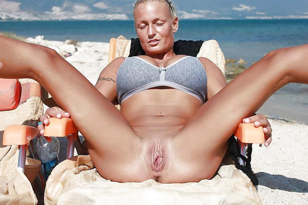 Milf In Pink Bikini Shows Her Pussy