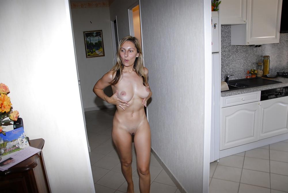Amateur housewives striptease