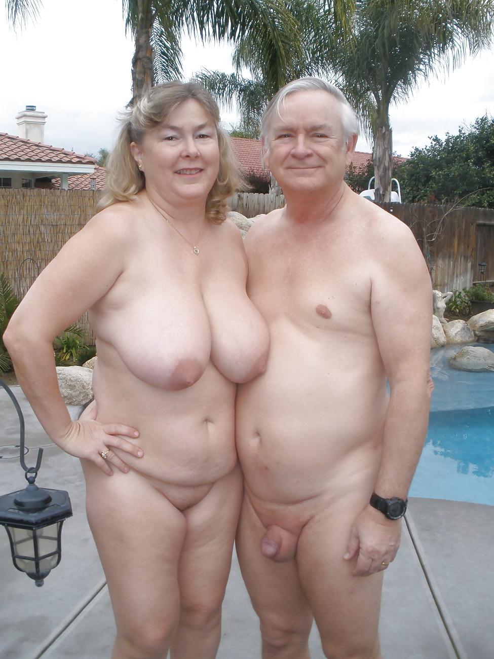 Голые он и она пожилые, женщину трахают за деньги