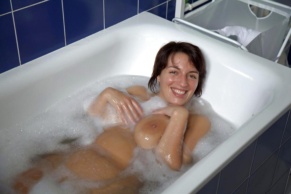 Amateur Taking Bath Voye Hottystop 1