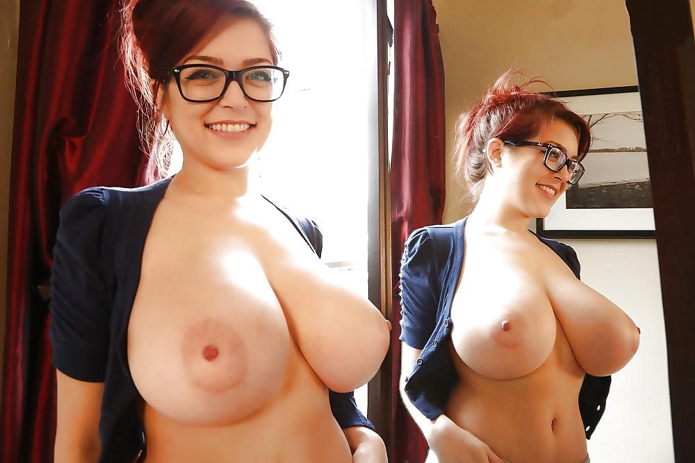 Британки большие груди и очках