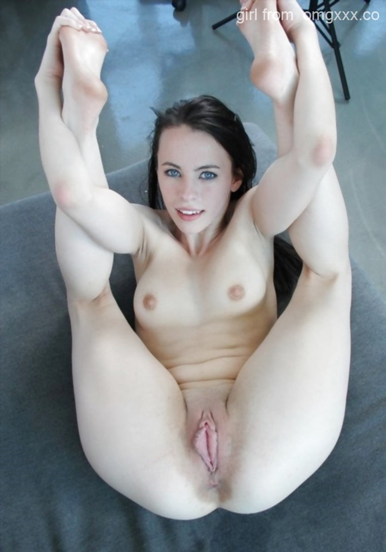 Teen Spreads Legs Wide On Cam 4..6