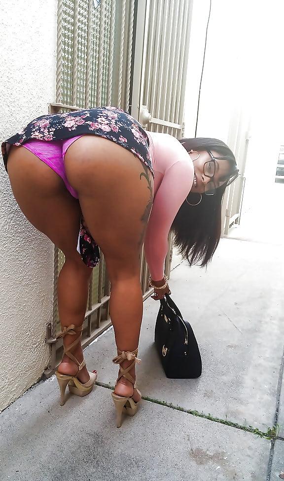Big booty upskirt public