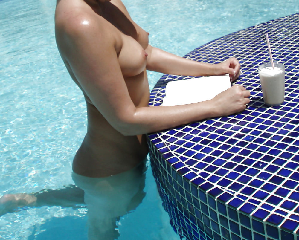 Hot amateur at the pool