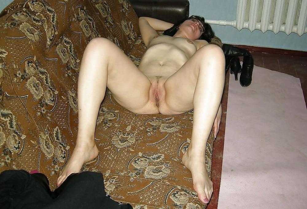 голые зрелые женщины на диване ангела