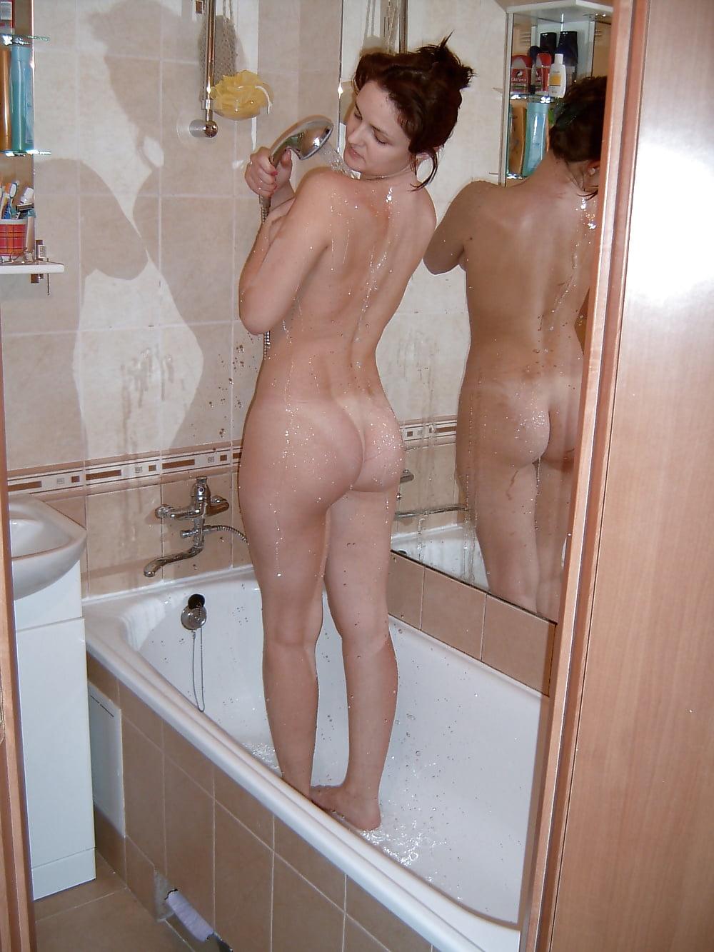 голая жена в душе фото
