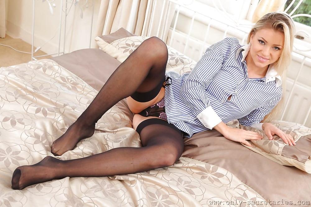 russki-seks-foto-razdvinuli-nogi-v-kolgotkah