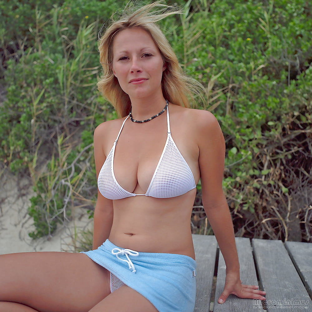 https://x3vid.com/images/56/56900/Babes_Beach_Blondes_Beach_Babe_Shelley_4458895-21.jpg