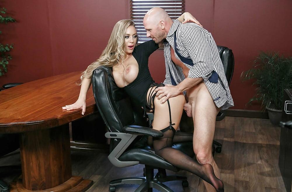 В офисе лысый блондинку порно — photo 6