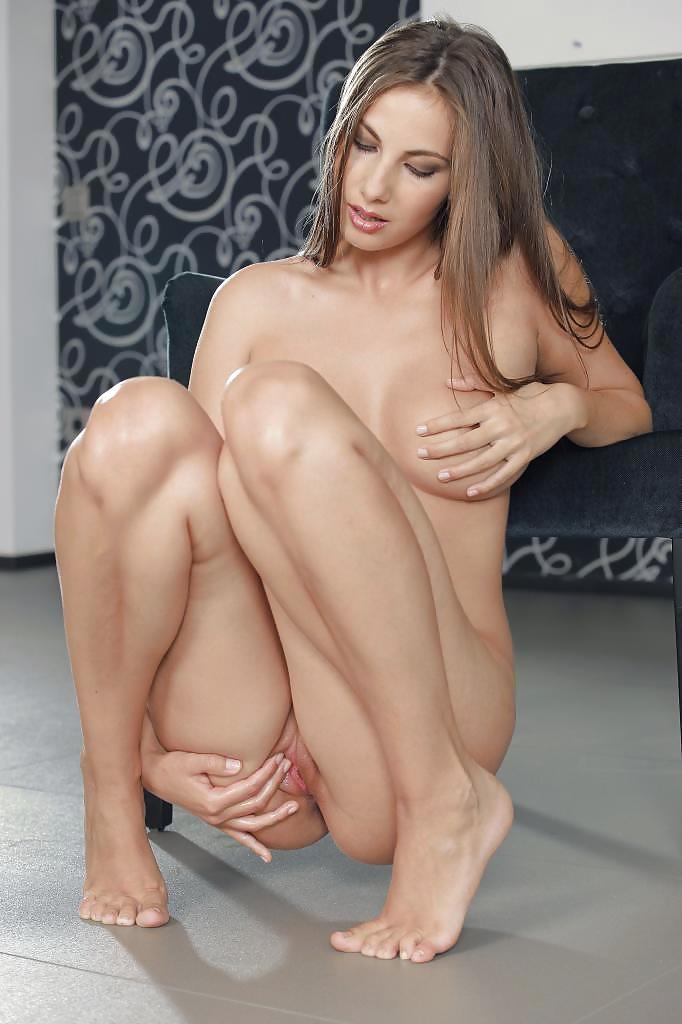 Biertijd Media Roselyne Nude Picture