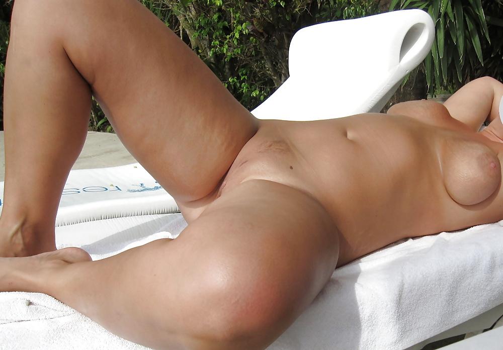 Nude sunbathing amateur