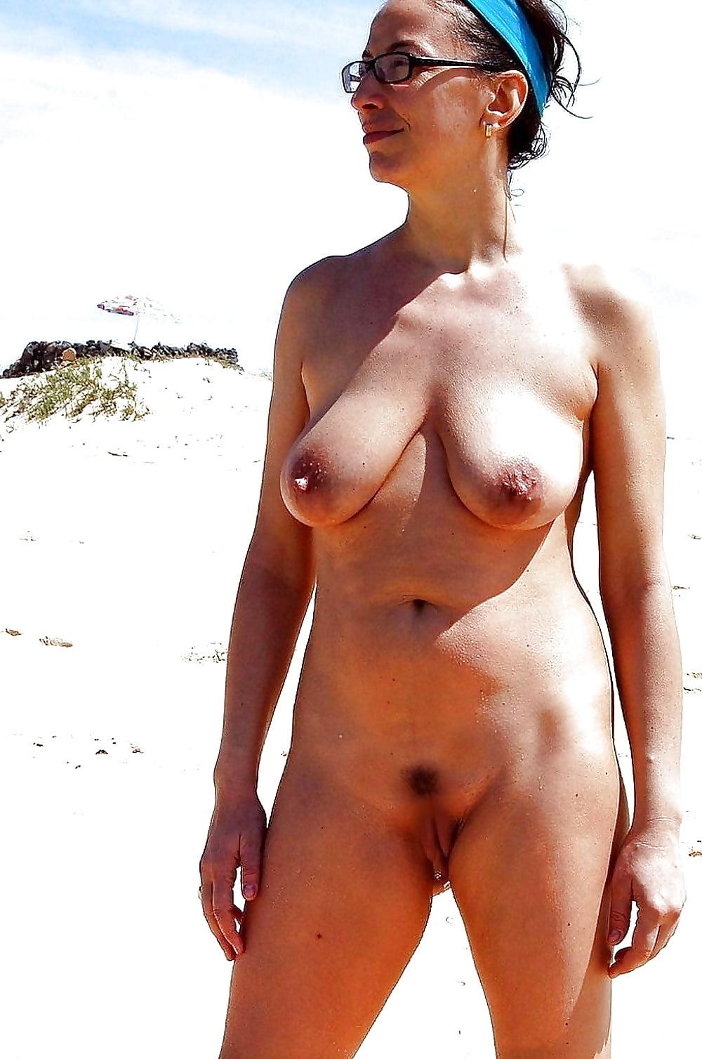 Полные фото волосатых на пляже за сорок старик ебет шлюху